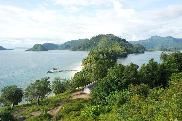 view dari puncak bukit pulau pamutusan padang