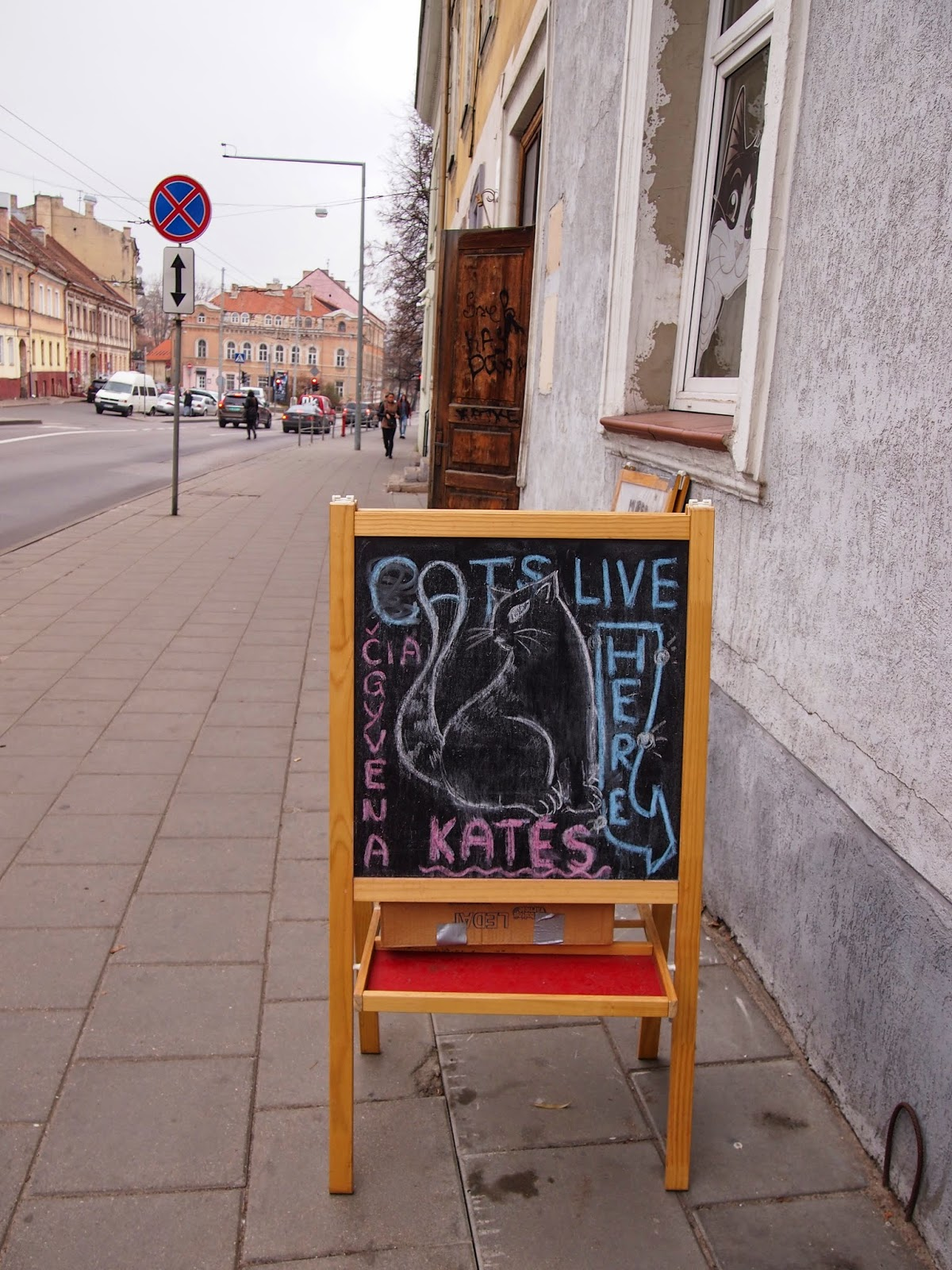 the sign outside the cat cafe in Vilnius
