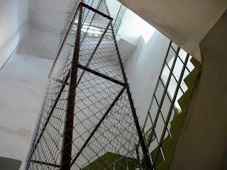 Дрогобыч. Городская ратуша. Часовая башня. Лестничное отделение и зарешечённая часть для часовых противовесов