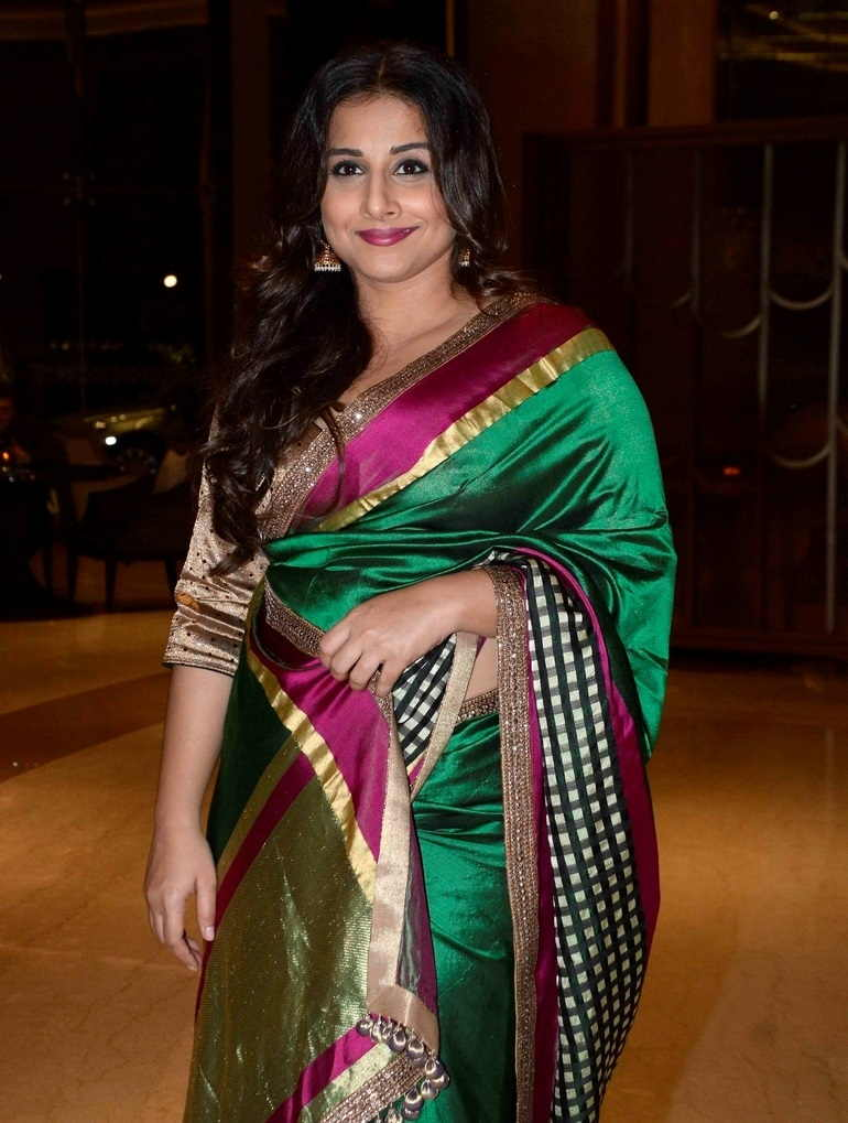 Beautiful Hindi Girl Vidya Balan Photos In Transparent Green Sari