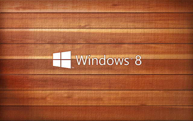 Houten Windows 8 achtergrond met wit logo en letters