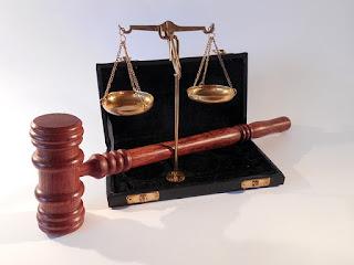 Penggolongan Hukum Menurut Pribadi yang Diaturnya