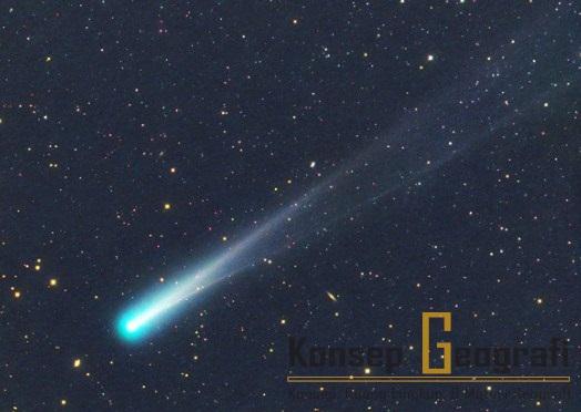 Ciri ciri Komet