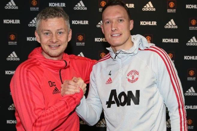 United renews Jones contract until 2023
