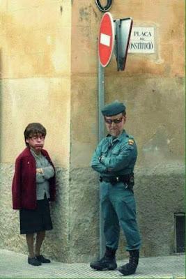 Abuela , Puigdemont, Rajoy, Guardia Civil