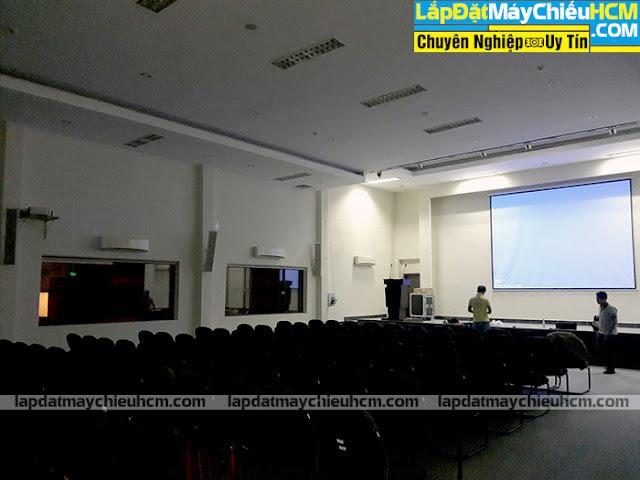 Lắp đặt máy chiếu Epson EB-G7200W và màn chiếu điện 200 inch