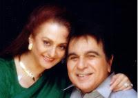 अभिनेत्री सायरा बानो अपने पति और अभिनेता दिलीप कुमार के साथ।