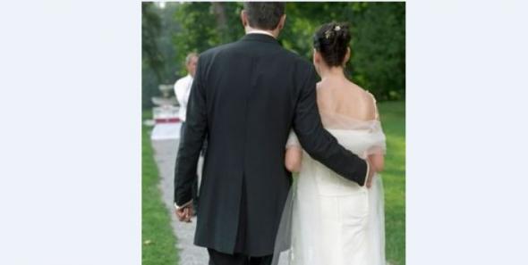 Μεγάλη Βρετανία - Είδε στο Facebook φωτογραφίες από τον γάμο της… γυναίκας του - ΦΩΤΟ