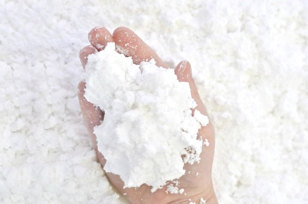MAGIC SNOW! Only 2-ingredients and your kids will be in awe!   #makesnow #magicsnow #magicsnowrecipe #snowrecipesforkids #snowrecipes #howtomakesnow #growingajeweledrose #eruptingsnow