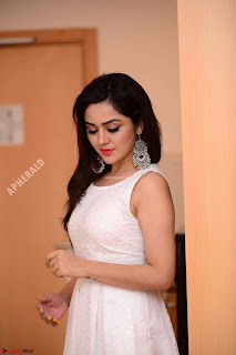 Ragini in Beautiful Cream Sleevelss Gown Perfect makeup ~ Exclusive 010