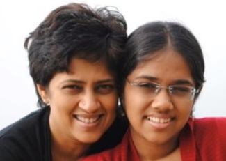 Lakshmy Ramakrishnan Family Photos With Husband, Daughter, Parents & Friends