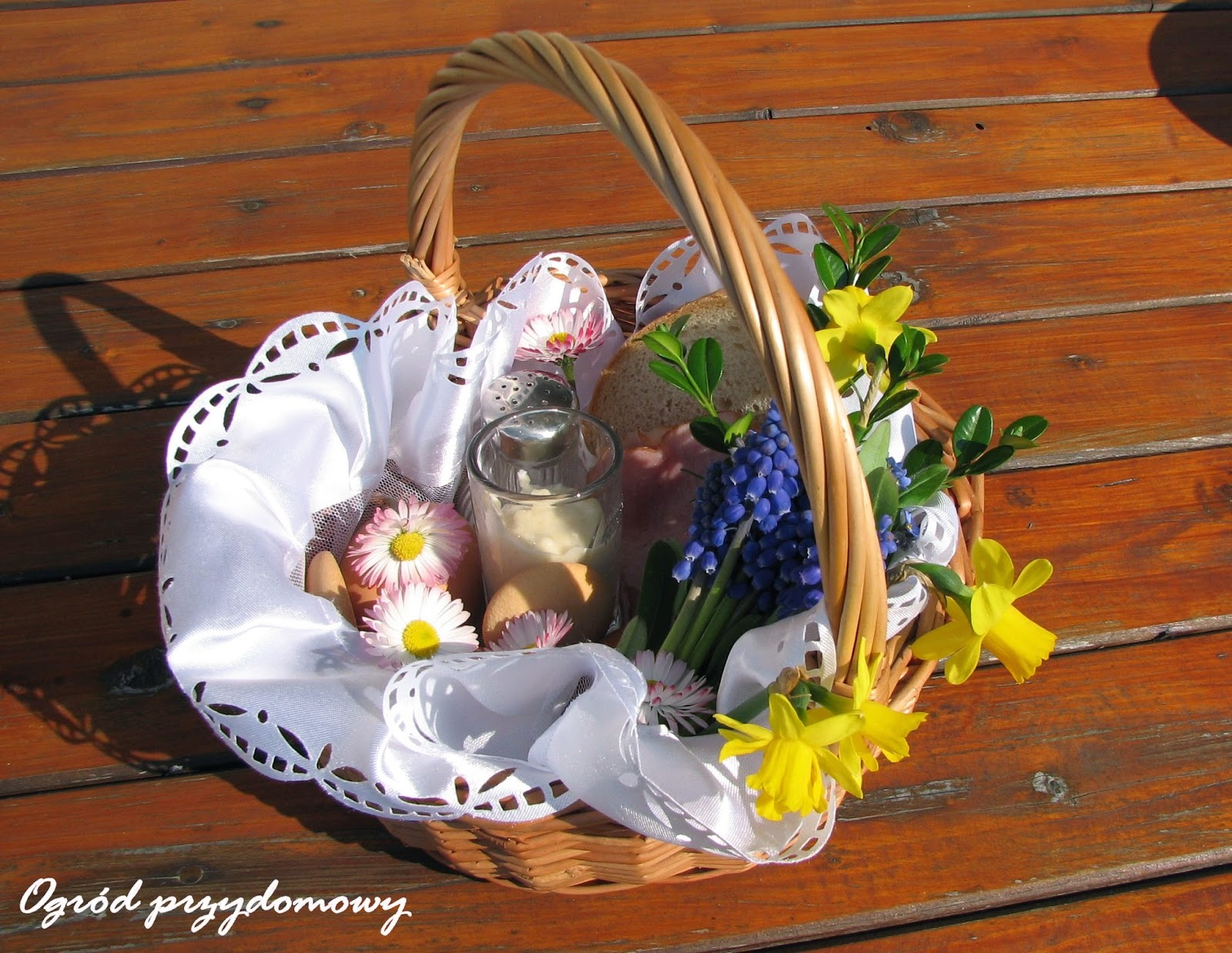 Święta Wielkiej Nocy, ogród przydomowy