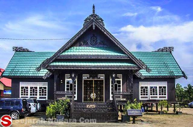 Gambar Rumah adat Baloy Kalimantan Utara