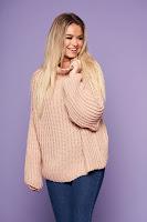Pulover SunShine roz prafuit cu croi larg din material tricotat cu maneci lungi