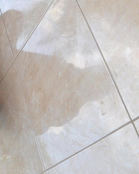 misteri bayangan di lantai marmer