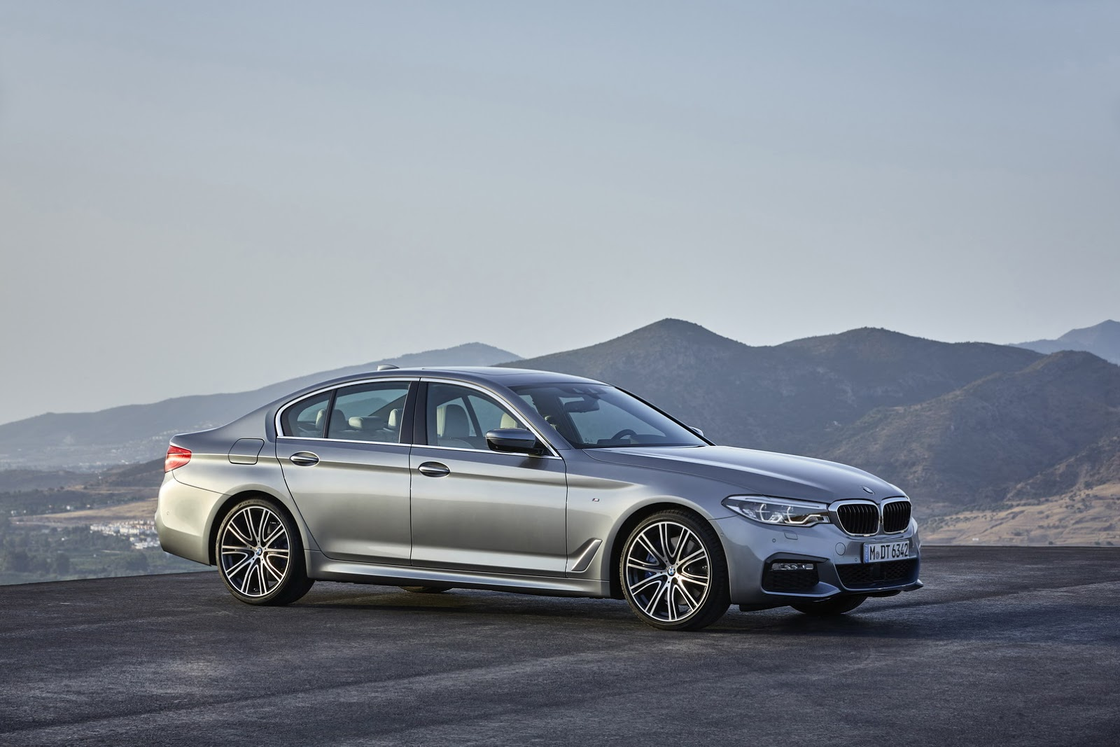 2017-BMW-5-Series-16.jpg