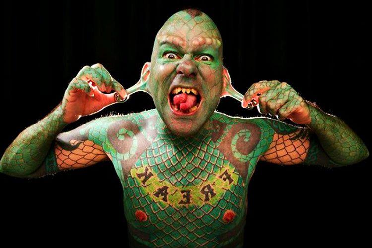 Erik Sprague nam-ı diğer Kertenkele Adam vücudunda yaptırdığı değişiklikler için toplamda 250 bin dolar ödemiştir.