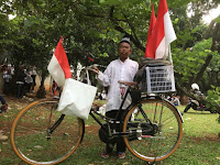 Ingin Ahok Dipenjara, kakek ini Rela Kayuh Sepeda dari Bekasi