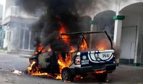 Pastor Hilang Diculik, Warga Mengamuk Bakar Balai Kota dan Mobil Polisi