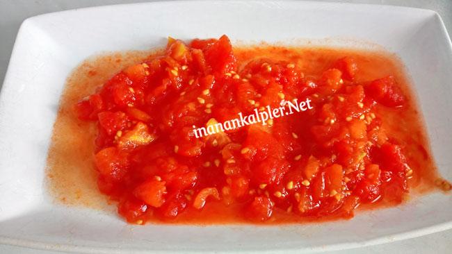 Doğranmış köz domates