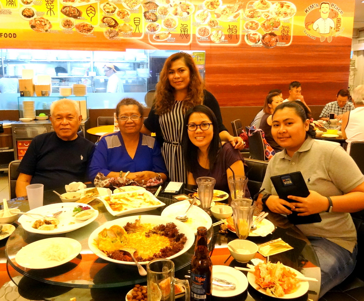 Singapore family dinner at kim s seafood place from for Family diner