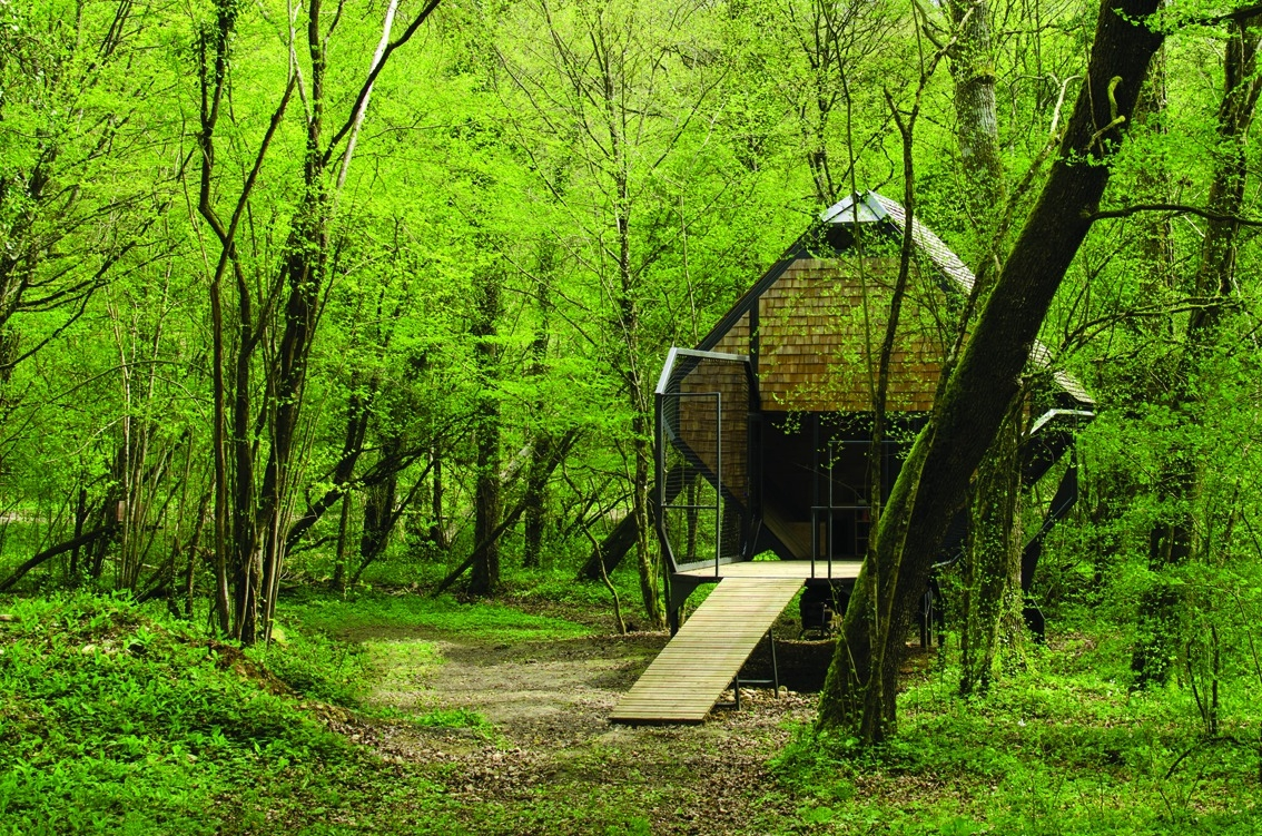 13-Matali-Crasset-Sustainable-and-Low-Impact-Architecture-in-the-Forest-www-designstack-co