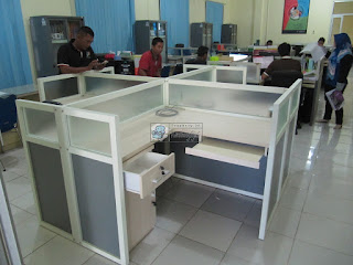 Office Cubicle Meja Partisi Kantor