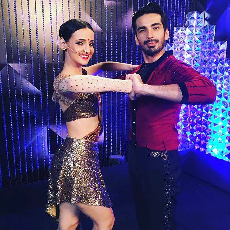 Nach Baliye 8 Sanaya Irani and mohit sehgal performing in nach baliye.nach baliye is very popular reality dancing show.