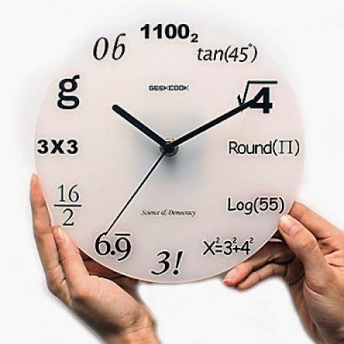 Relógio conta o tempo utilizando fórmulas matemáticas