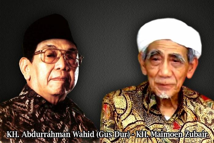 Kisah Mbah Maimoen dan Mimpi Gus Dur Mengimami Shalat Jama'ah