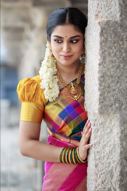 How to pose for Indian Bridal Photo Shoot vinatge