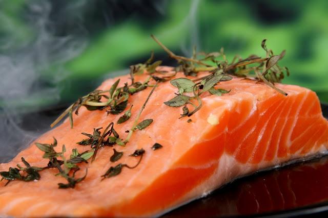 alimentos para substituir o frango - salmão