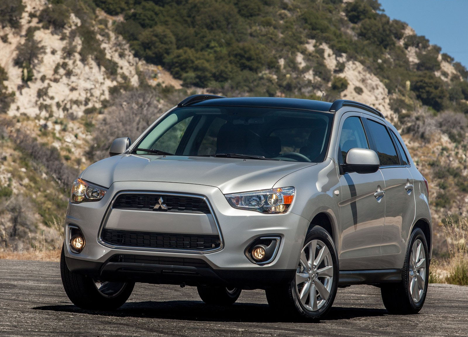 Mitsubishi Recalls 200k Crossovers For Rusty Wipers