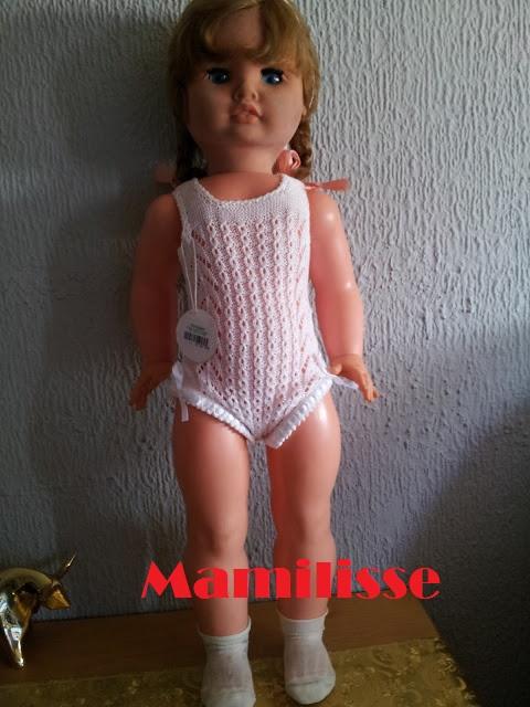 Muñeca Cristina con sus calcetines originales y un body