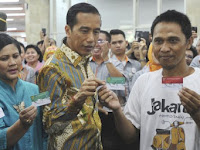 Waduh, Kelakuan kurir JNE buang ratusan kartu program unggulan Jokowi