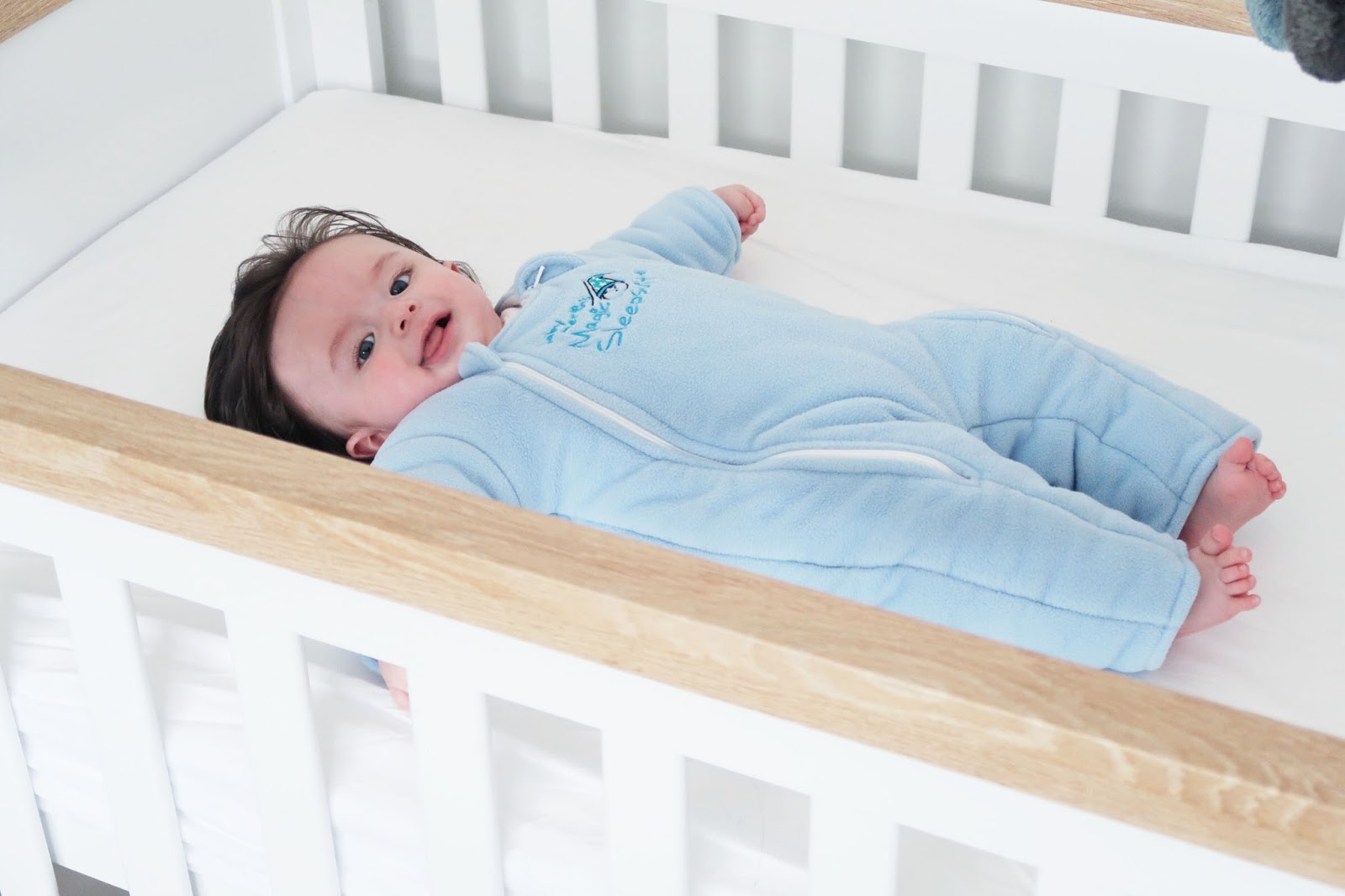How to Transition baby from swaddle, how to stop swaddling, baby merlins magic sleep suit