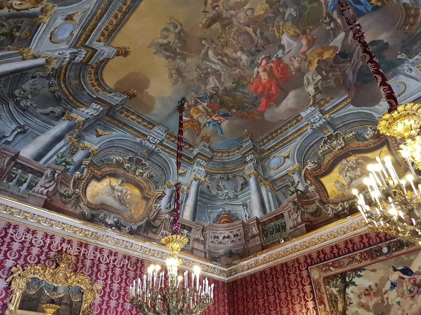 Neapol Włochy - Pałac Królewski w Neapolu. Palazzo Reale di Napoli w środku