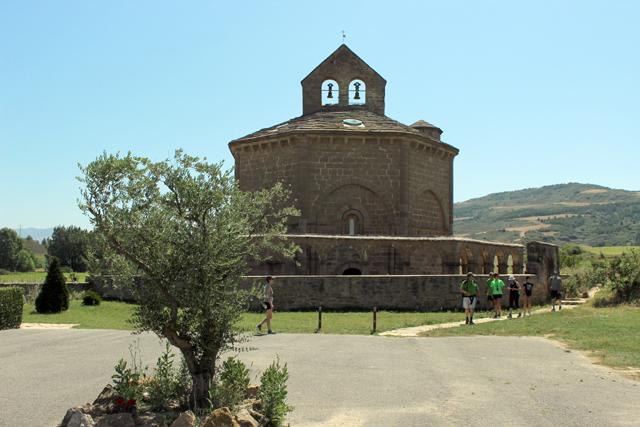 Eunate se encuentra en el Camino Aragonés a Santiago