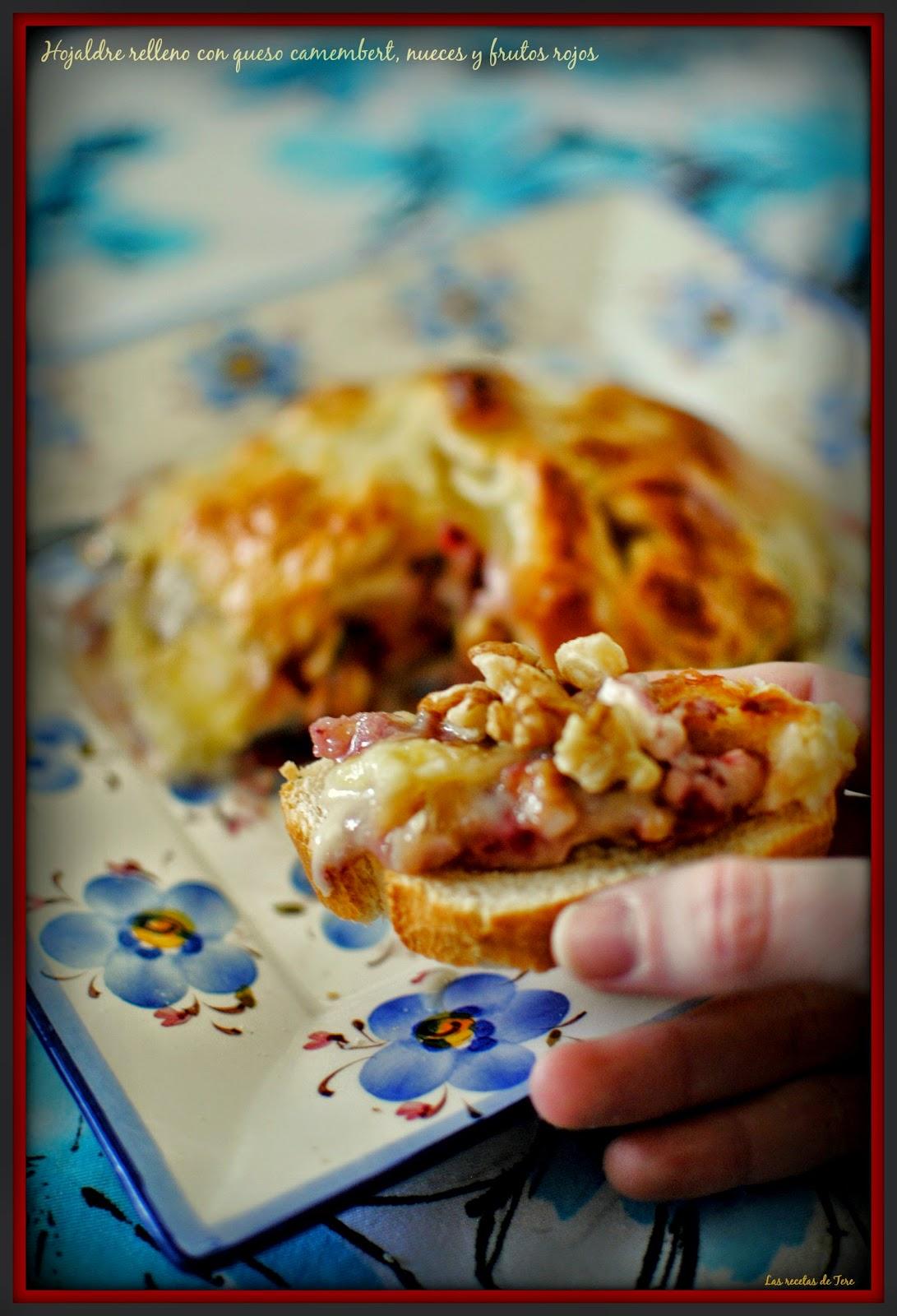 Hojaldre relleno con queso camembert  nueces y frutos rojos  tererecetas 02