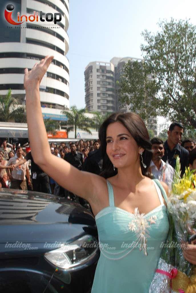 Teasing Bollywood Pics Katrina Kaifs Yummy Armpits-2395