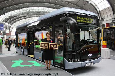 Solange Olszewska, Prezes Zarządu Solaris Bus & Coach SA z Medalami Targów Kielce - za najlepszy produkt i najlepsze stoisko targowe
