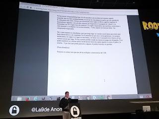 RootedCon 2016 - Román Ramirez, de RootedCon, leyendo texto de La9DeAnon