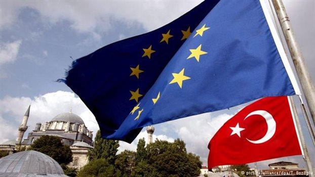 Η ΕΕ φρενάρει τις διαπραγματεύσεις με την Τουρκία