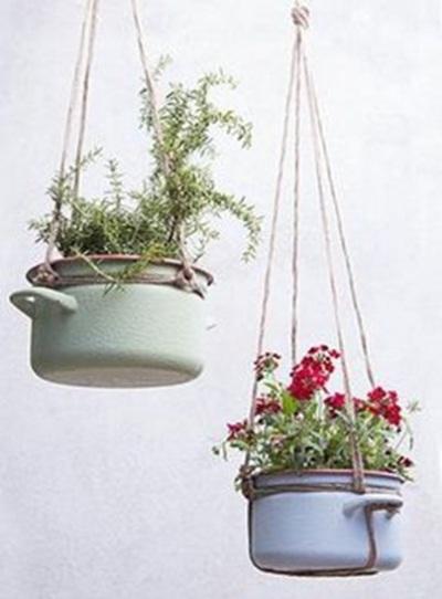 24 Pot Bunga dari Daur Ulang Perabot Dapur Bekas