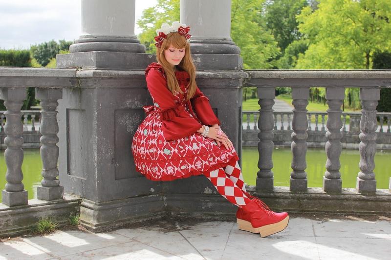http://crazy-kitch.blogspot.com/2016/08/une-journee-au-parc-denghien-en-lolita.html