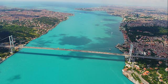 Virágzik az alga a Boszporuszon