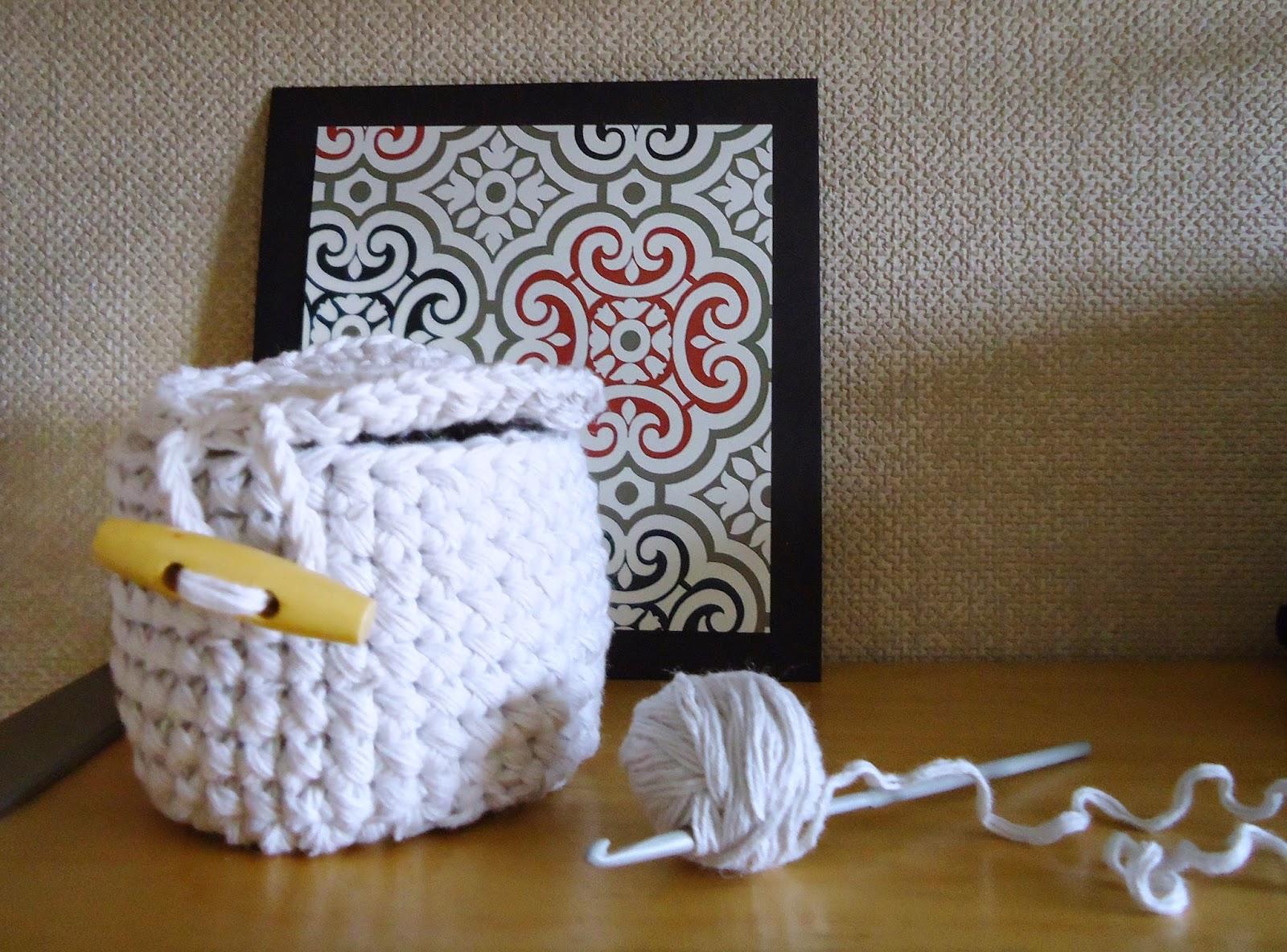 mini koszyczek szydełkowy z wieczkiem