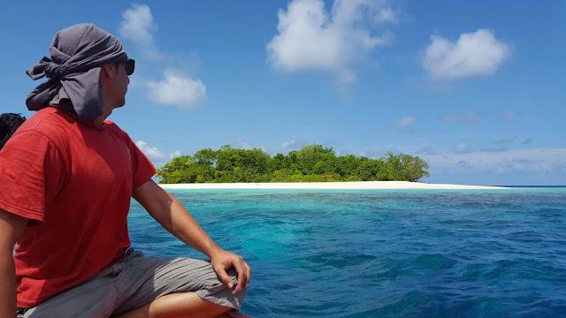 hector de mi baul de blogs en maldivas