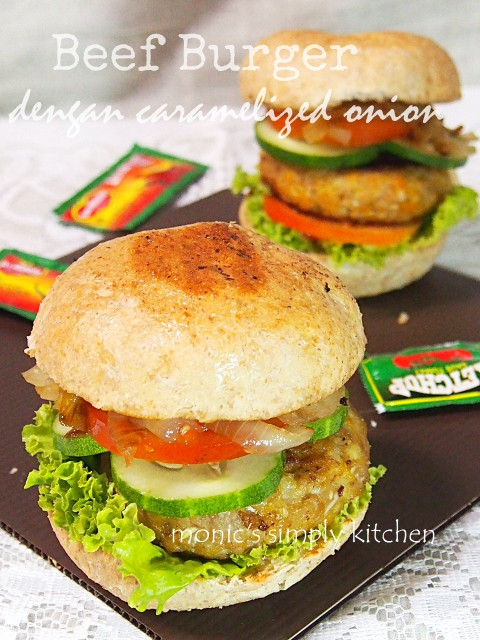 resep beef burger with caramelized onion