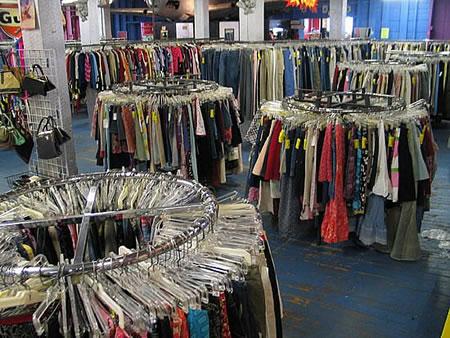 Inica tu negocio vende ropa de segunda mano ideas de for Decoracion de negocios de ropa